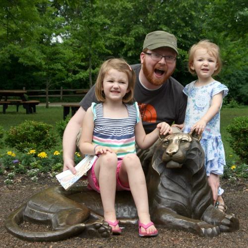 Detroit Zoo Hunt Lion Statue kids