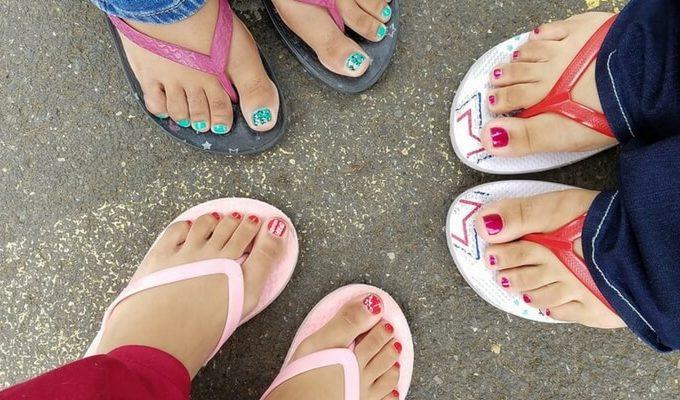 painted toes flip flops pedicures grand rapids