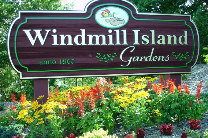 windmill island gardens sign
