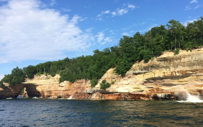 pictured rocks upper peninsula boat tour