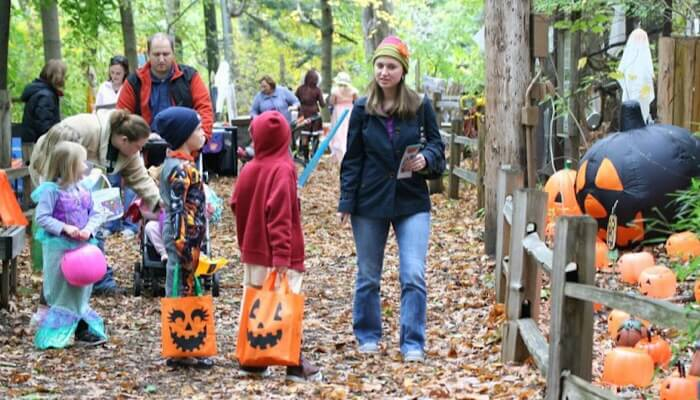 Zoo Goes Boo Feature 1
