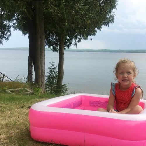 Beach hacks girl in kiddie pool