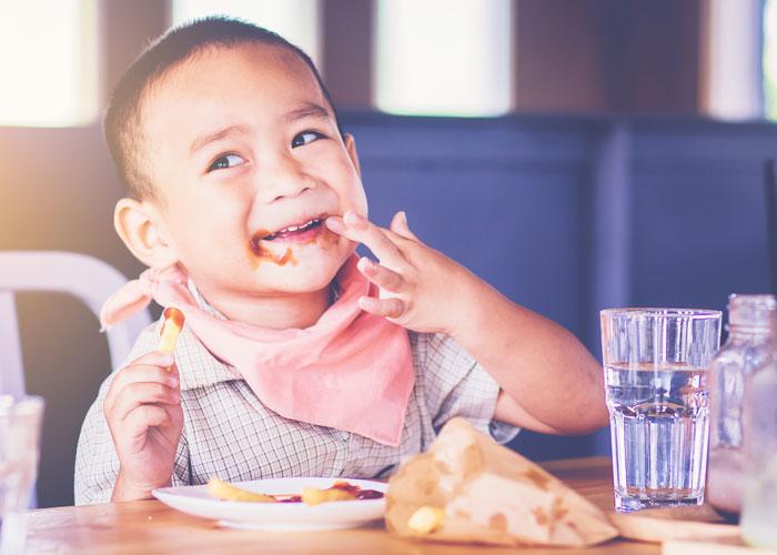 kids eat free feature image boy eating fries