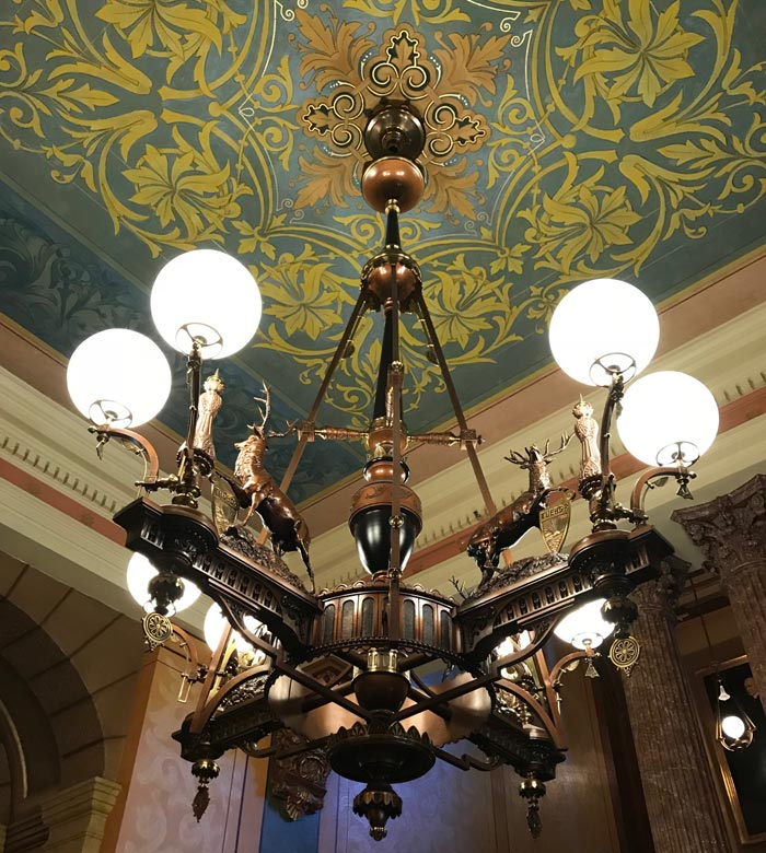 Chandelier-Michigan-State-Capitol
