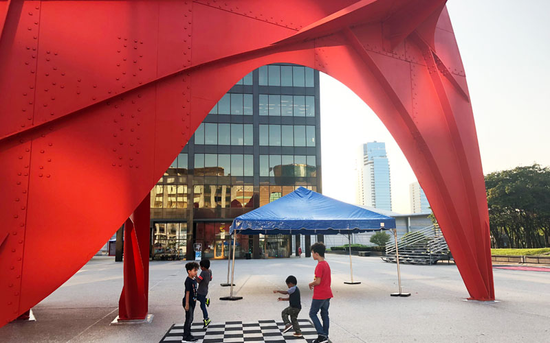 Calder-Plaza-kids-playing-on-checkers-board-under-sculpture