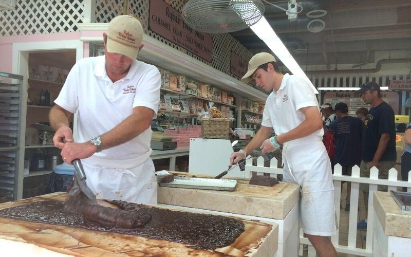 mackinac island making fudge