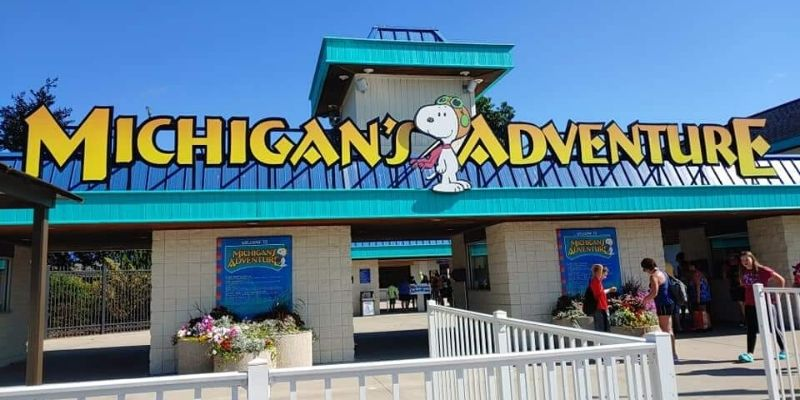 Michigan's Adventure Entrance