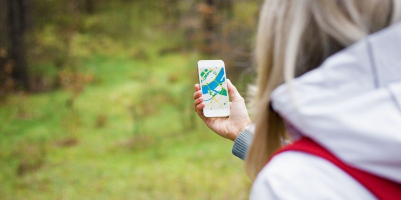 things to do outside: geocaching
