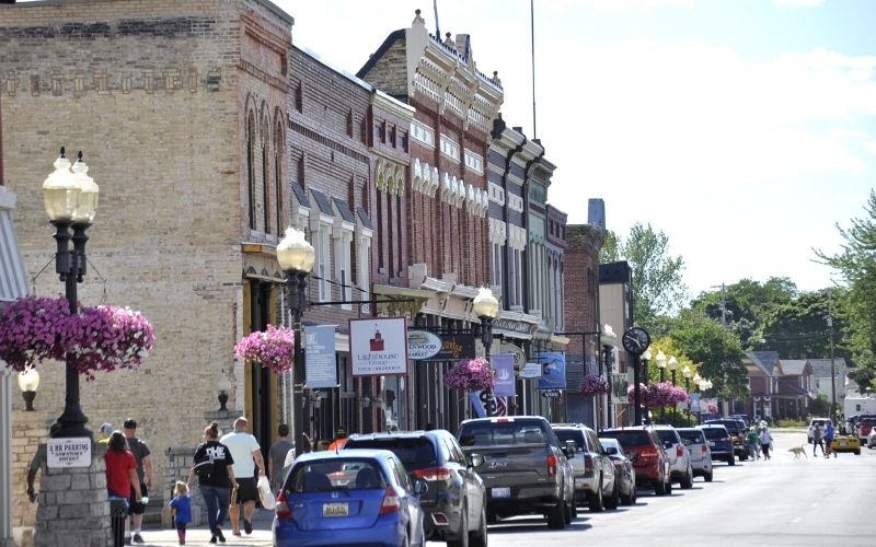 downtown manistee shopping